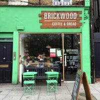 Foto tirada no(a) Brickwood Coffee & Bread por Viktoria em 4/26/2015