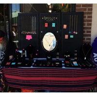 6/15/2014 tarihinde Olivia O.ziyaretçi tarafından Avenue Antiques'de çekilen fotoğraf