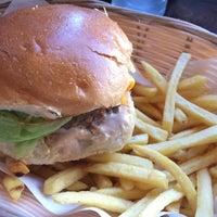 Foto tomada en Tommi's Burger Joint por Harpa G. el 6/12/2015