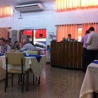 Foto scattata a Elaine Rotisserie e Restaurante da Mauricio F. il 6/18/2013