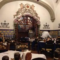 Foto diambil di Café de Tacuba oleh Norah L. pada 11/13/2012