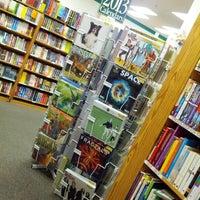 9/15/2012 tarihinde Anthony S.ziyaretçi tarafından Half Price Books'de çekilen fotoğraf
