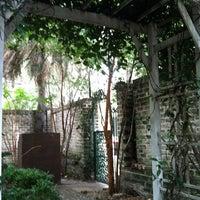 Das Foto wurde bei Sorrel Weed House - Haunted Ghost Tours in Savannah von Carmel H. am 8/27/2013 aufgenommen