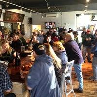 รูปภาพถ่ายที่ Round Guys Brewing Company โดย Ryan H. เมื่อ 3/9/2013