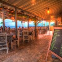 Foto tirada no(a) Kalamatianos Seafood Restaurant por Kalamatianos Seafood Restaurant em 6/12/2015