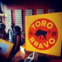 Foto tirada no(a) Toro Bravo por Nate D. em 10/16/2013