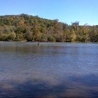 Das Foto wurde bei Cochran Shoals - Chattahoochee River von Brian H. am 10/20/2012 aufgenommen