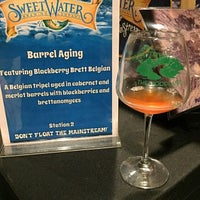 Foto tomada en The Woodlands at Sweetwater Brewing por Brian H. el 1/7/2017