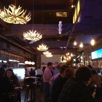 9/28/2013 tarihinde Lindsayziyaretçi tarafından The Lodge Bar + Grill'de çekilen fotoğraf