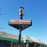 รูปภาพถ่ายที่ Jerry's Artarama โดย David B. เมื่อ 4/2/2016