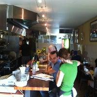 Photo prise au Counter Cafe par Deece E. le6/6/2012