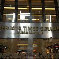 รูปภาพถ่ายที่ Berjaya Times Square โดย Peeraya B. เมื่อ 3/8/2013