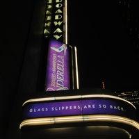 Foto tirada no(a) Broadway Theatre por Laurent D. em 2/28/2013
