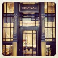 Foto scattata a Tiffany & Co. da Constanze T. il 12/30/2012