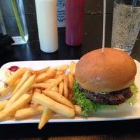Снимок сделан в Holy Burger пользователем Julia B. 10/23/2014