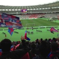 Das Foto wurde bei 味の素スタジアム ホーム側ゴール裏 von kazuhito y. am 4/6/2013 aufgenommen