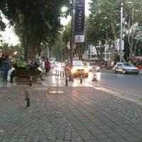 7/19/2013 tarihinde Emre K.ziyaretçi tarafından Bağdat Caddesi'de çekilen fotoğraf