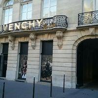 รูปภาพถ่ายที่ Givenchy โดย Nelia O. เมื่อ 4/25/2015