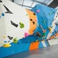 Foto scattata a Sender One Climbing, Yoga and Fitness da Yext Y. il 9/20/2018