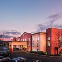 Foto diambil di DoubleTree by Hilton Hotel Portland - Beaverton oleh Yext Y. pada 10/8/2018