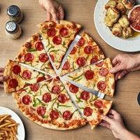 Photo prise au Johnny's New York Style Pizza par Yext Y. le12/20/2018
