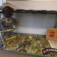 Foto tomada en Commando Military Supply por Yext Y. el 7/19/2017