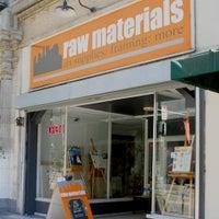 Foto tomada en Raw Materials Art Supplies por Yext Y. el 3/20/2019