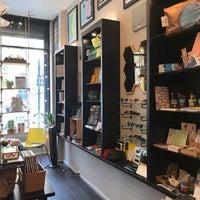 รูปภาพถ่ายที่ Omoi Zakka Shop Rittenhouse โดย Traci K. เมื่อ 8/18/2017