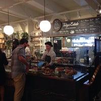 Foto tomada en Toby's Estate Coffee por Matthew el 9/30/2015