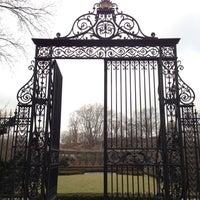 Foto tomada en Conservatory Garden por Matthew el 3/11/2013