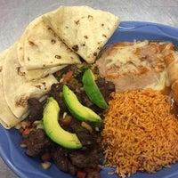 Снимок сделан в Dos Machos Restaurant пользователем Dos Machos 6/5/2014