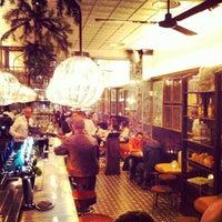 Photo prise au Toto Restaurante & Wine Bar par Alex L. le11/29/2013