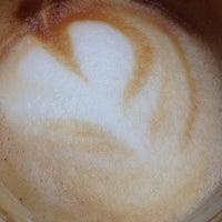 Снимок сделан в Bottom Line Coffee House пользователем Yura L. 5/23/2016