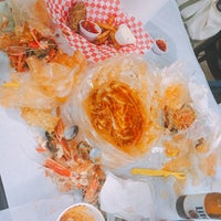 Снимок сделан в Raging Crab пользователем Heyjin K. 8/2/2016