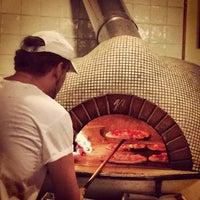 Foto scattata a Gusta Pizza da Michael M. il 10/20/2013