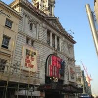 Photo prise au Victoria Palace Theatre par Manu E. le7/6/2013