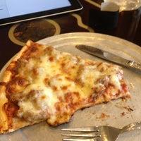 Das Foto wurde bei Tano's Pizzeria von Marcella am 5/6/2013 aufgenommen