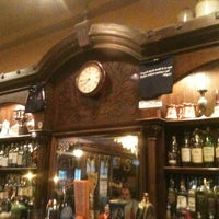 Foto scattata a James Joyce Irish Pub da Ryan B. il 5/17/2013