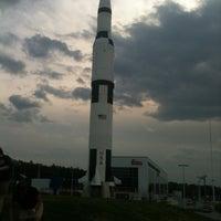 รูปภาพถ่ายที่ Space Camp โดย Cami W. เมื่อ 3/17/2012