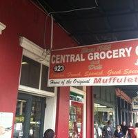 Foto tomada en Central Grocery Co. por Jason R. el 7/12/2012
