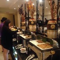 8/16/2015 tarihinde Michelle Z.ziyaretçi tarafından Dad's Ultimate buffet'de çekilen fotoğraf