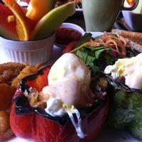 Photo prise au Brownstone's Bistro & Bar par Tyson S. le11/4/2012