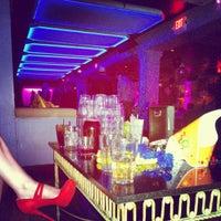 Foto tomada en Cure Lounge por Brian G. el 1/1/2013