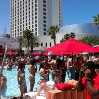 Foto tirada no(a) Palms Pool & Dayclub por Richard P. em 5/3/2013