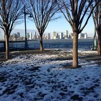รูปภาพถ่ายที่ Hudson River Park โดย Leigh F. เมื่อ 2/12/2013