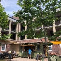7/21/2018 tarihinde Leigh F.ziyaretçi tarafından Governors Island Beer Co.'de çekilen fotoğraf