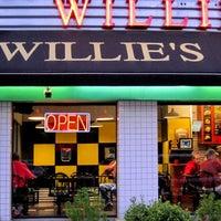 Das Foto wurde bei Willie's Burgers von Willie's Burgers am 6/17/2014 aufgenommen