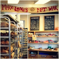 10/6/2012 tarihinde Euniceziyaretçi tarafından Arizmendi Bakery'de çekilen fotoğraf