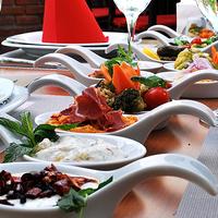 รูปภาพถ่ายที่ Paşa Lounge โดย Paşa Lounge เมื่อ 6/26/2014