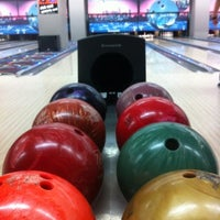 รูปภาพถ่ายที่ Rolling Ball Bowling โดย Ebru A. เมื่อ 1/26/2013